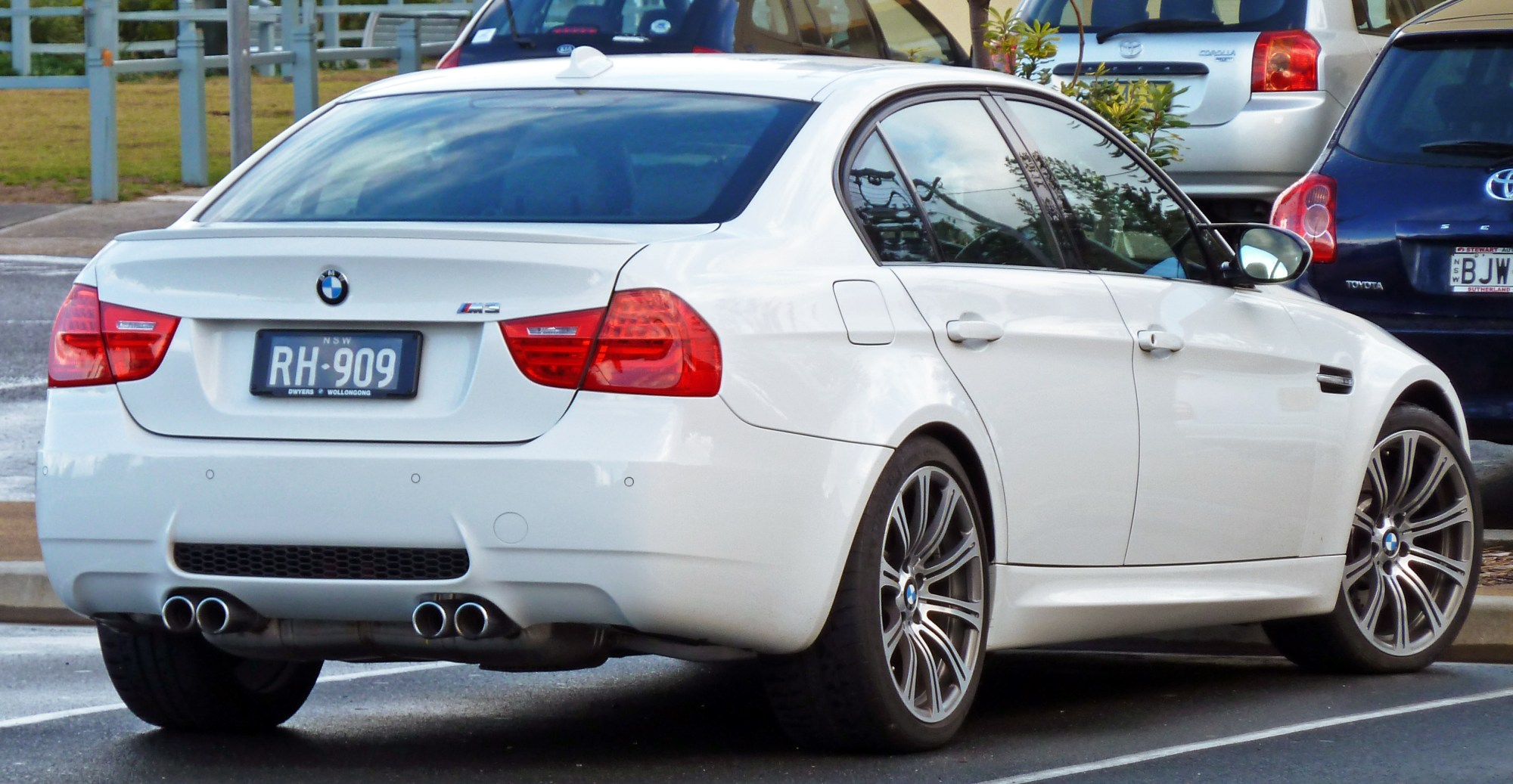 hight resolution of bmw m3 2010 5