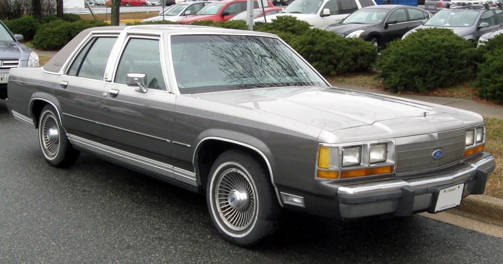 medium resolution of ford crown victoria 1989 10