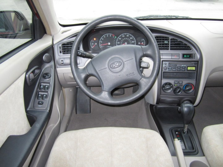 Hyundai Elantra 2002 Interior
