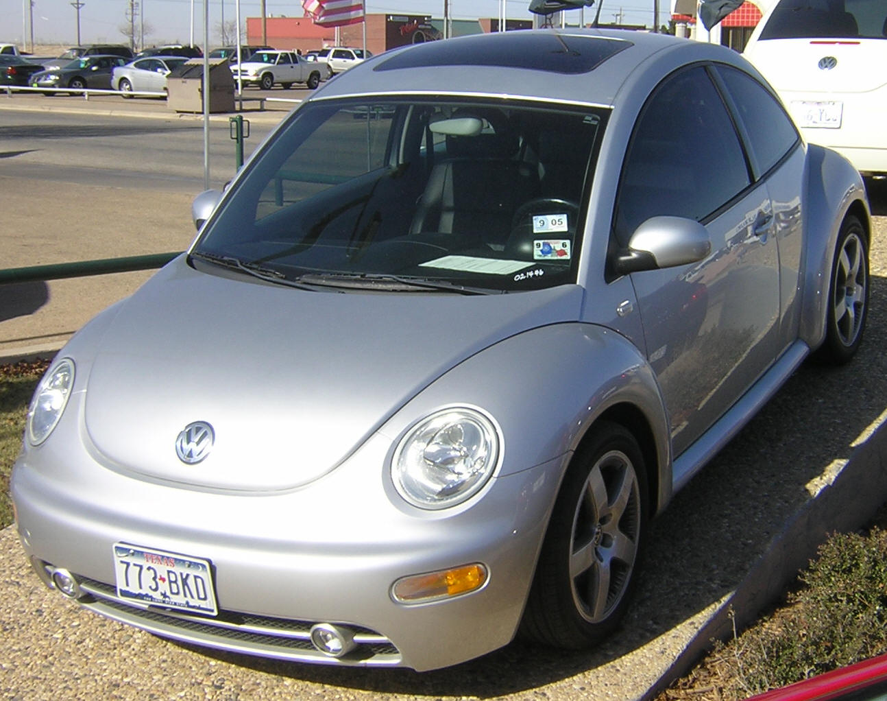 hight resolution of  volkswagen new beetle 2002 5