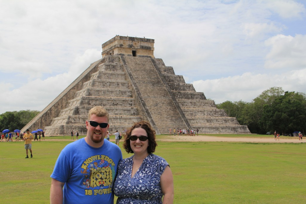 moment mom in front of chichen itza