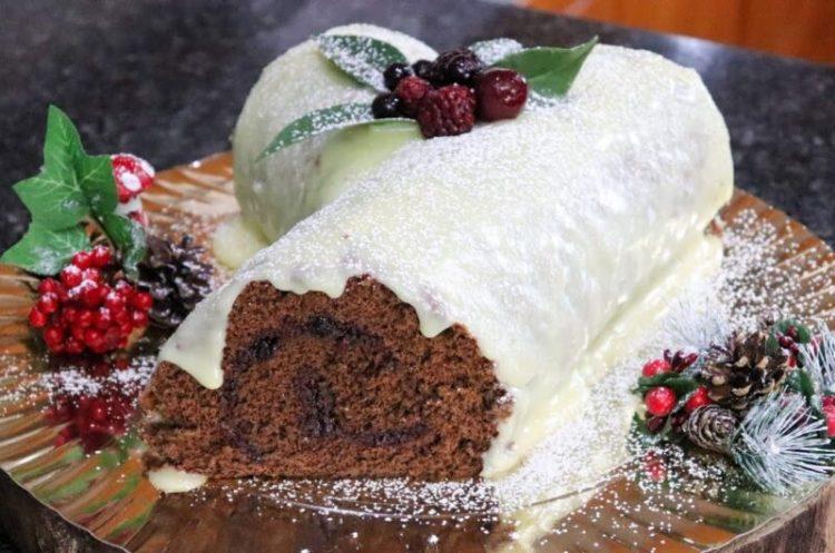 Tronco de Natal de Chocolate Branco e Recheio de Frutos Vermelhos