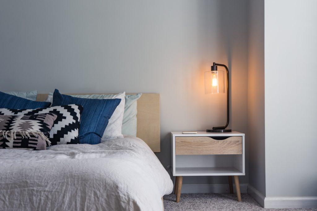 dormitorio minimalismo mesa de luz
