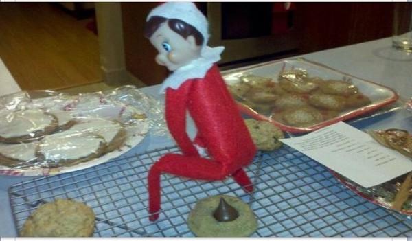 funny-elf-on-the-shelf-08