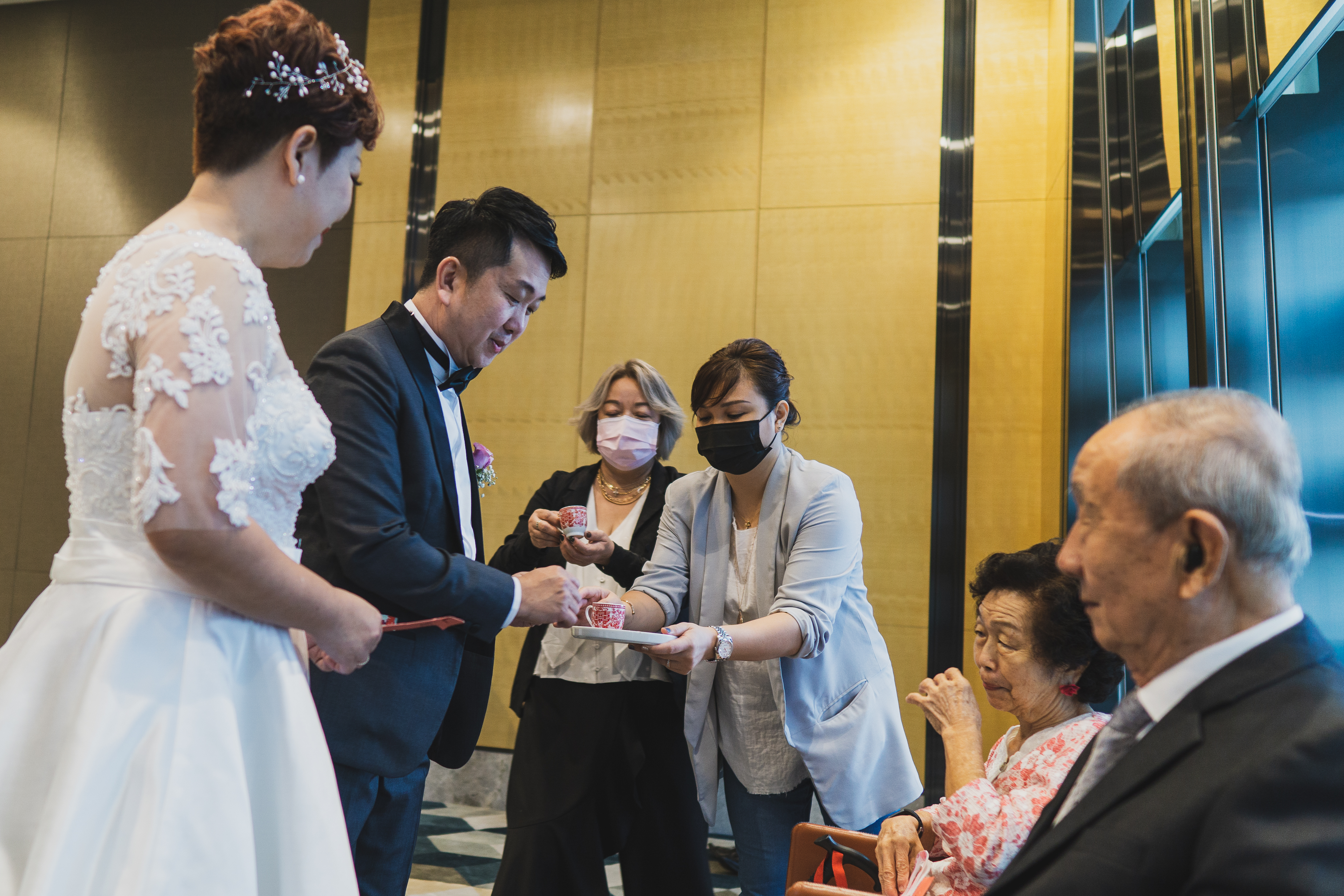 Tea ceremony at a wedding in Sofitel City Centre Hotel at Tanjong Pagar