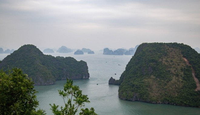 Halong Bay-2-Where the Dragon Descends to the Sea-moments of yugen