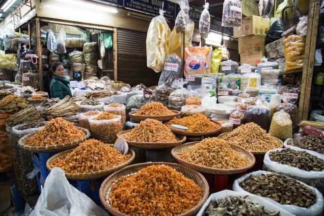 Hanoi-Dong Xuan Market-1