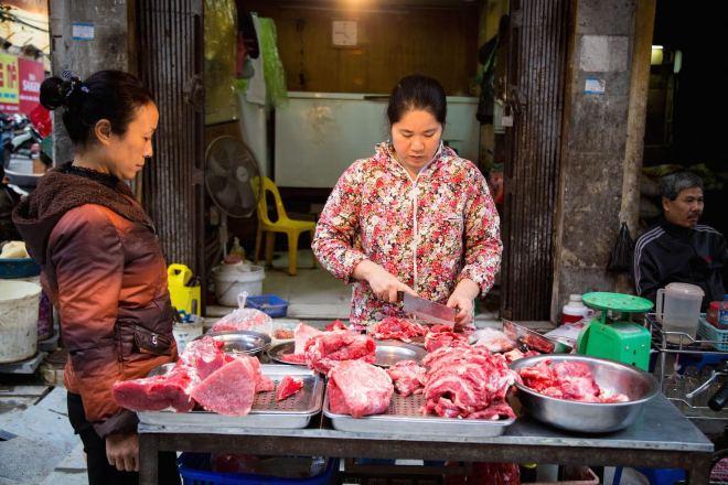 Hanoi-moments of yugen-street vendor