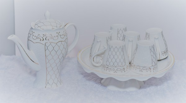 Tea Pot with Cups and Plates 1