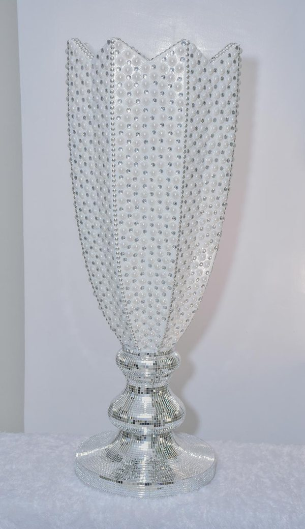 Mo's Elegant Vase 1