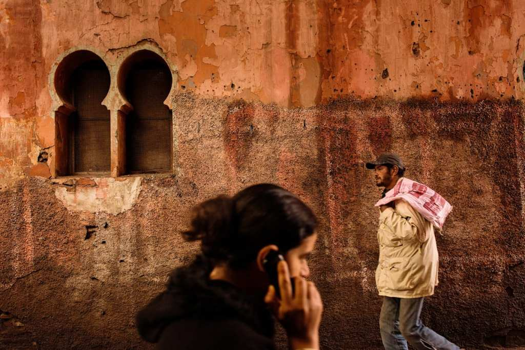 Wedding photographer in Morocco - man and woman pass in alley