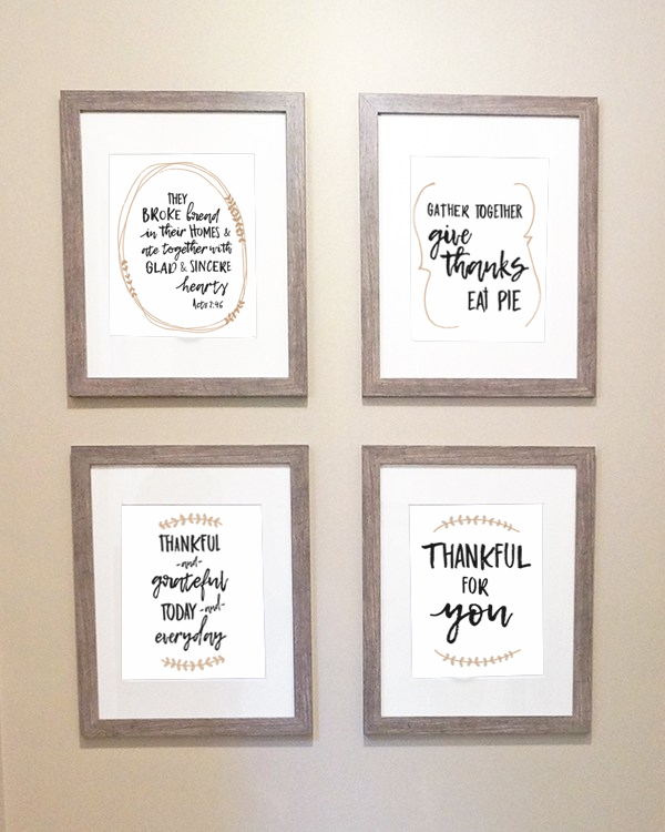 5 Free Fall Prints. Print your own farmhouse style fall prints for your home. Decorate your home with these free Thanksgiving prints. #thanksgivingdecor #freeprintables #freefallprints #fallprintables