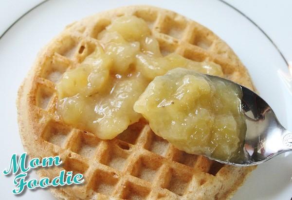 banana topping on waffles
