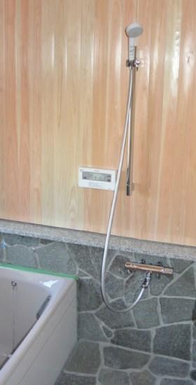 石畳の浴室が和みます