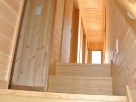 階段途中からも木の香りが