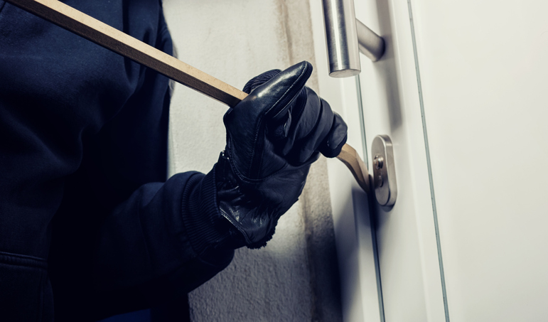 Home invasion - Intruder breaking into a home with crowbar