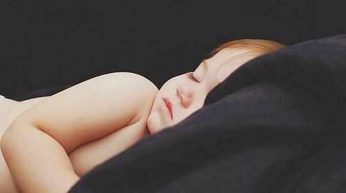 新生兒睡眠環境要保持安靜嗎?嬰兒睡覺怕吵嗎? 1