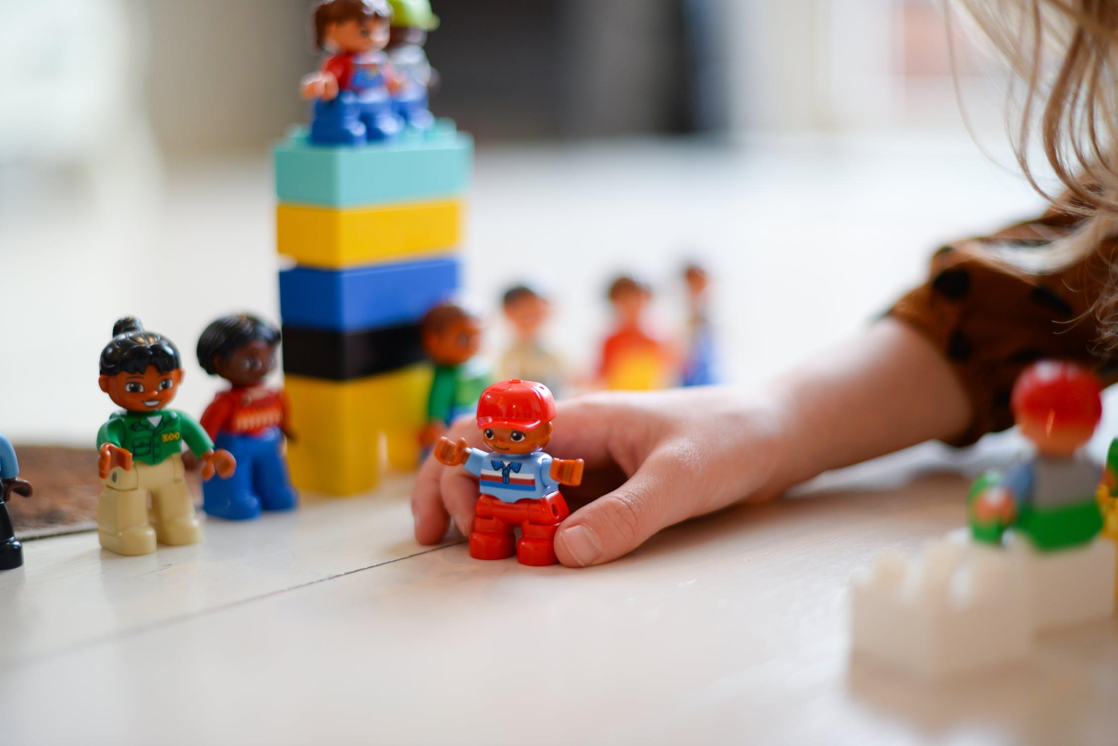 適合0-3歲寶寶玩的遊戲及玩具