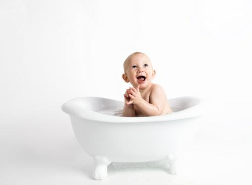 孩子自己洗澡