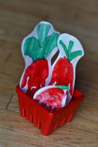 Handprint Strawberry | mommyapolis