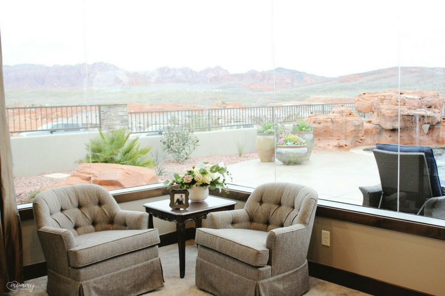 St. George View. Parade of homes 2017 tour. Young mom's look at the st george parade of homes. 2017 Parade of homes.