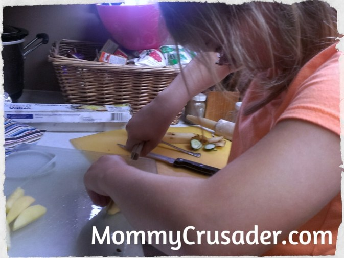 cutting the apples | MommyCrusader.com