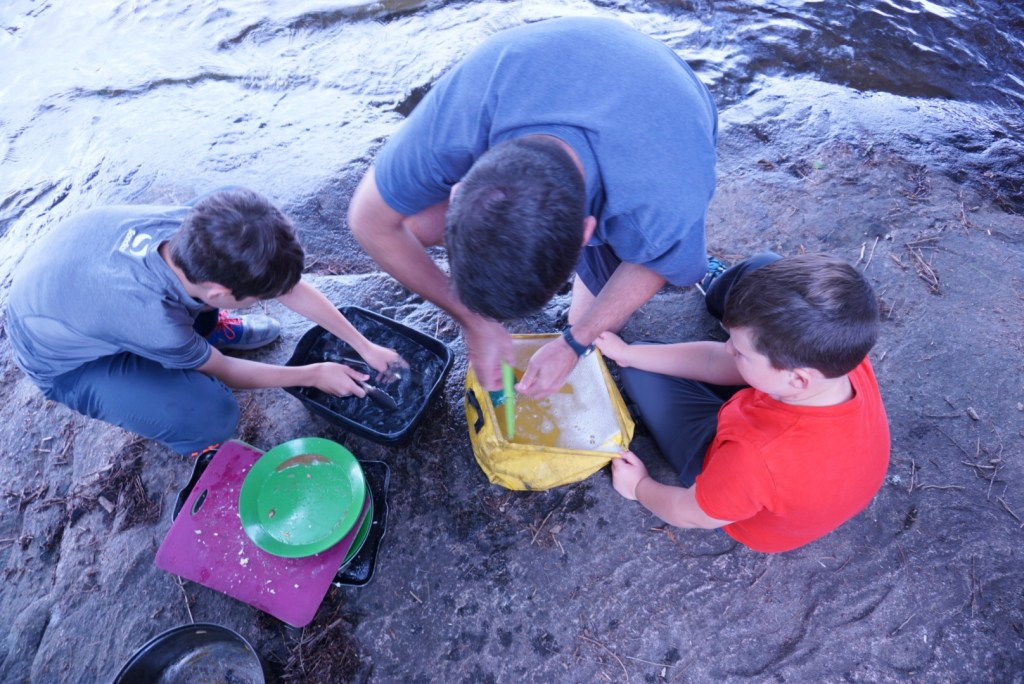 How to do dishes while camping