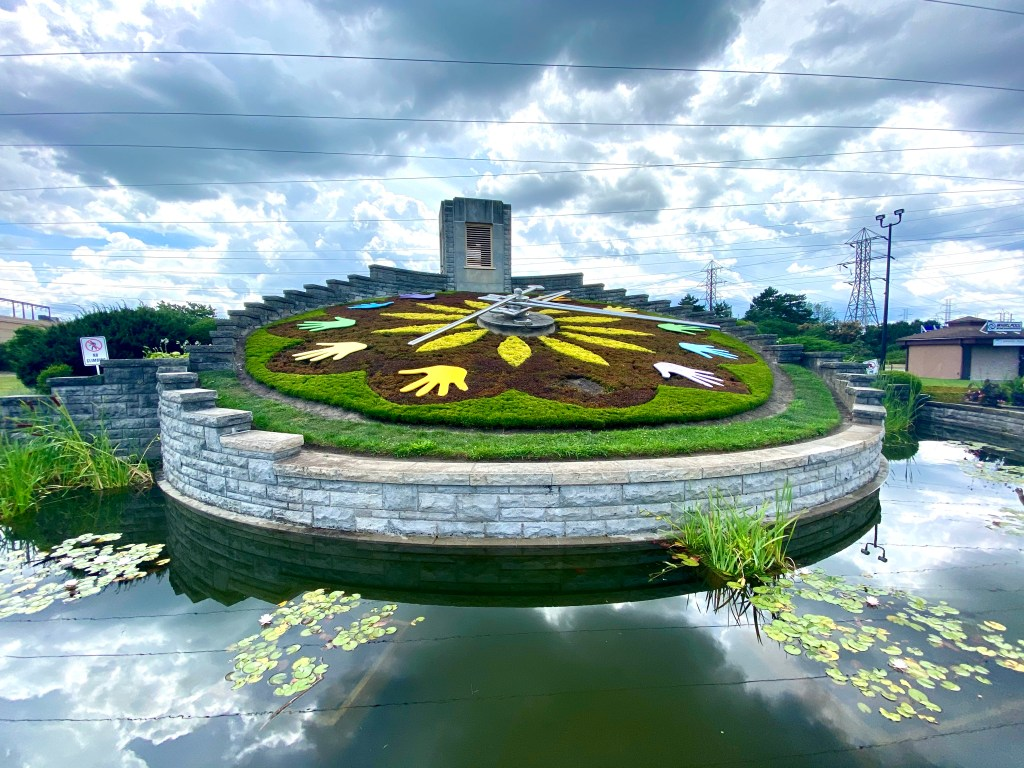 floral clock in Niagara