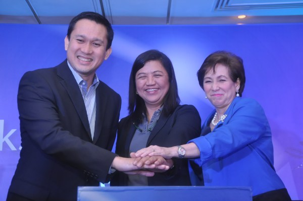 Jeoffrey Yulo, GM GSK Consumer Health, Evelyn Perez  DOH Infectious Deseases Committee and Dr Sally Gatchalian, PPS Secretary
