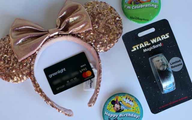 Greenlight-debit-card-for-children-saving-disney-money-lessons-tips
