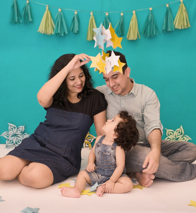 mommyingbabyT, BabyT, family, we are real moms, real family, family photo, cake smash. first birthday, sanya sunder, looking glass photography