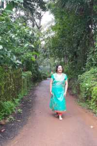 what to wear to a kerala wedding, kasavu saree, set saree, traditional kerala dress, white and gold kerala saree, kasavu kada, malayali wedding saree, hindu mallu saree, traditional south indian saree, biba dress on sale, biba dress, kurta and dress, green kurta on dress, BIBA outfit, BIBA fashion