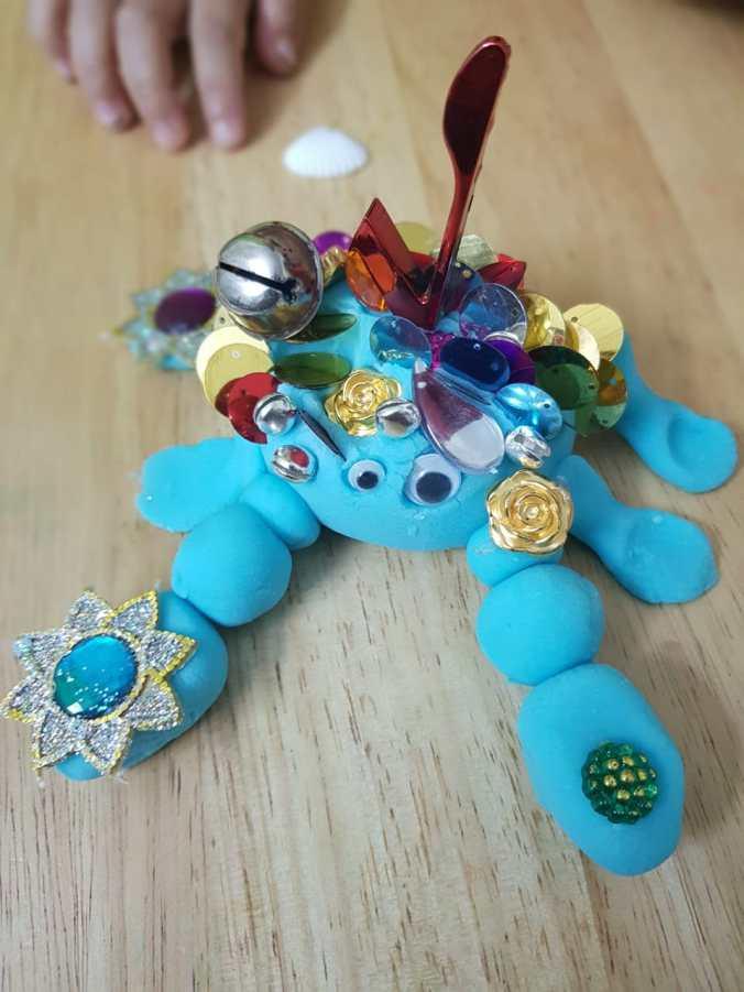 Moana activity, playdough tray, playdoh tray, playdough crab, playdoh crab, tamatoa playdough, Moana playdough, blue crab, shiny crab, Moana activities, Moana fans, play ideas for Moana, Moana play ideas, Moana theme party, Moana themed cakes, Moana play, Moana, Disney's Moana, Moana blog, Moana inspired, diy playdough, diy playdoh, diynatural, diy natural, make your own playdough, ecofriendly playdough, reusable playdough