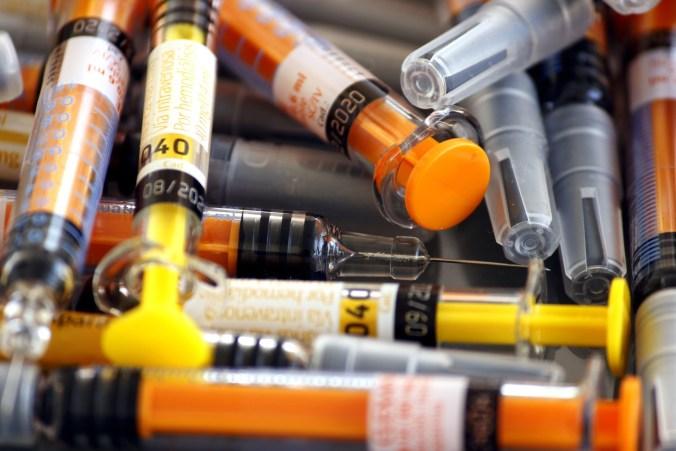 syringes-3539565_1920