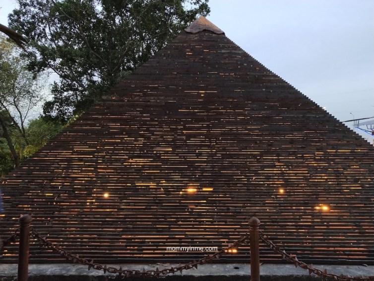The newly opened Waste to Wonder park in Delhi, which has seven wonders of the world , in Rajiv gandhi Smriti Van, at Hazrat Nizammudin, made out of Industrial scrap is a craze recently. #wastetowonder #sevenwonders #delhipark #SmritiVan #rome #colosseum #Eiffel Tower #scrap #artist #Leaningtower #Pisa #TajMahal #StatueofLiberty #PyramidofGiza #ChristtheRedeemer #mustvisitplacesofDelhi #delhigram #indiagram