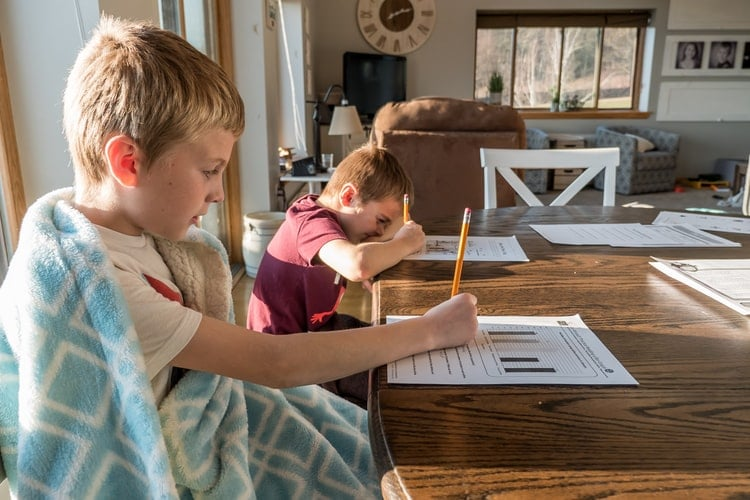 How Moms Can Keep Their Kids Healthy and Engaged at Home While Social Distancing