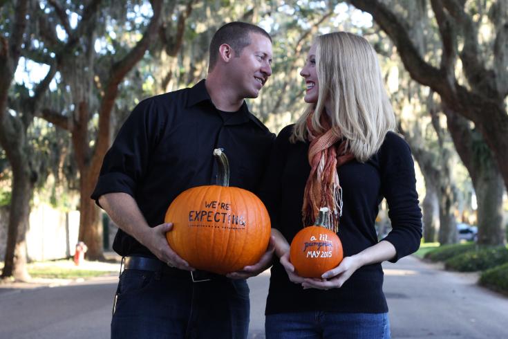Fall Pumpkin Pregnancy Announcement Photo Ideas