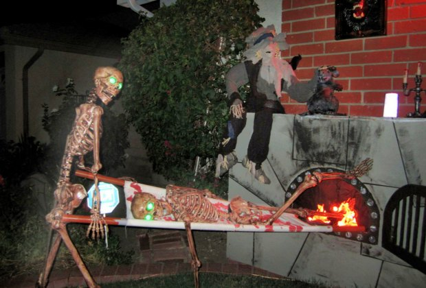 Halloween S Best Home Haunts Haunted Houses Yard