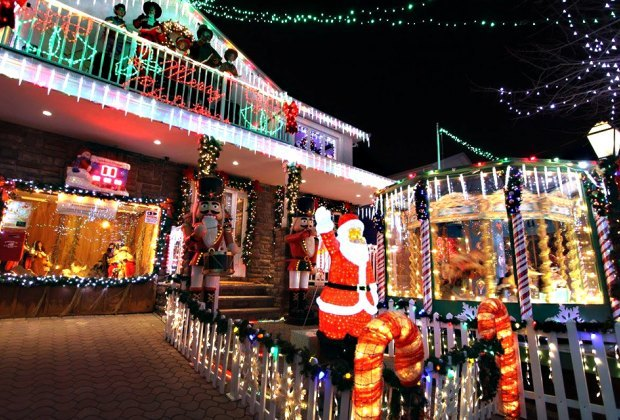 The Most Spectacular Holiday Light Displays In Nyc Mommypoppins Things To Do In New York City With Kids