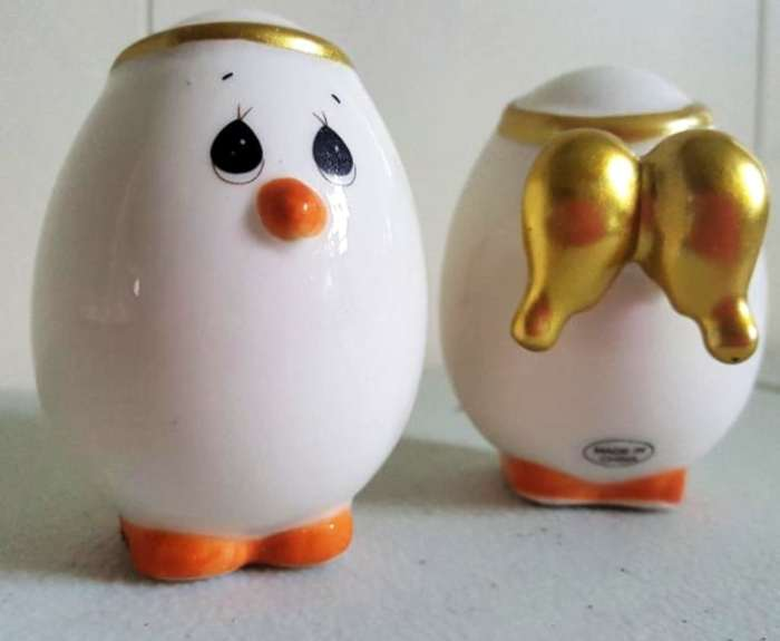 precious moments angeled eggs salt and pepper shakers (1)