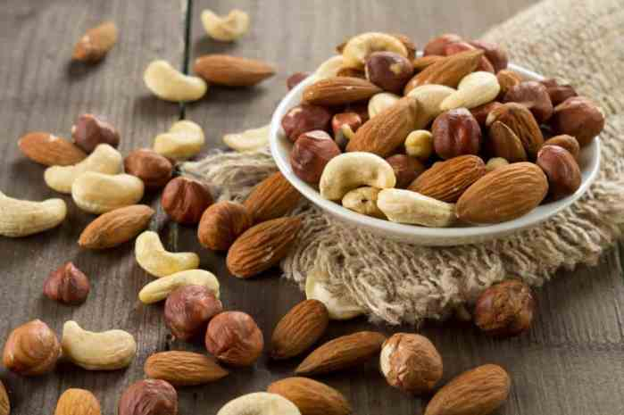 nuts are keto friendly snacks