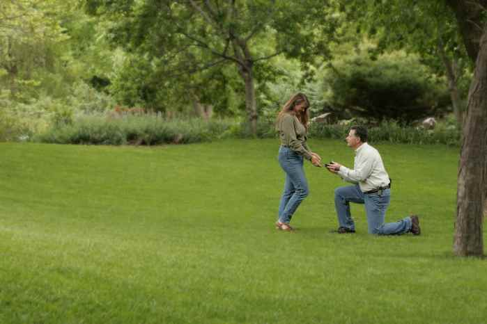 man on one knew presenting Best Proposal Ring