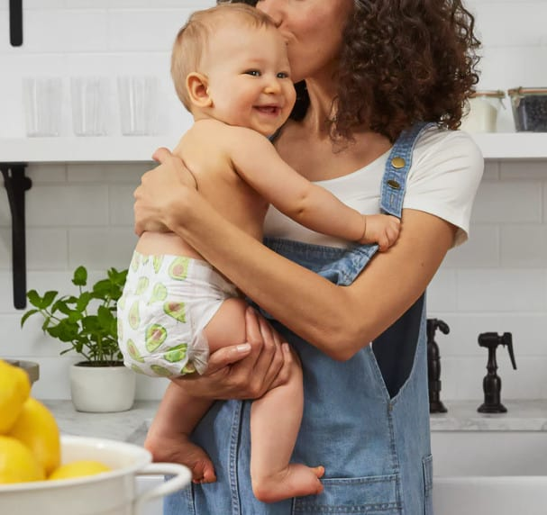 mom kissing baby while doing the keto diet for postpartum weight loss