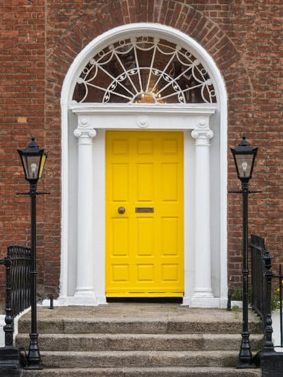 Vintage design doors are something you can never go wrong with, be it a modernly designed house or an antique one, vintage doors never disappoint.