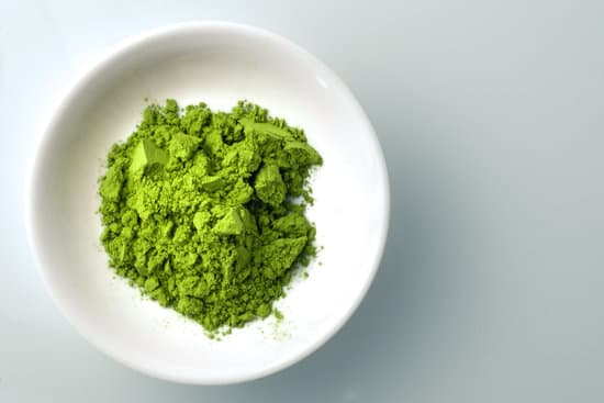 Japanese people have used matcha for centuries. People have now discovered many ways one can use this finely milled green tea to beautify their skin.