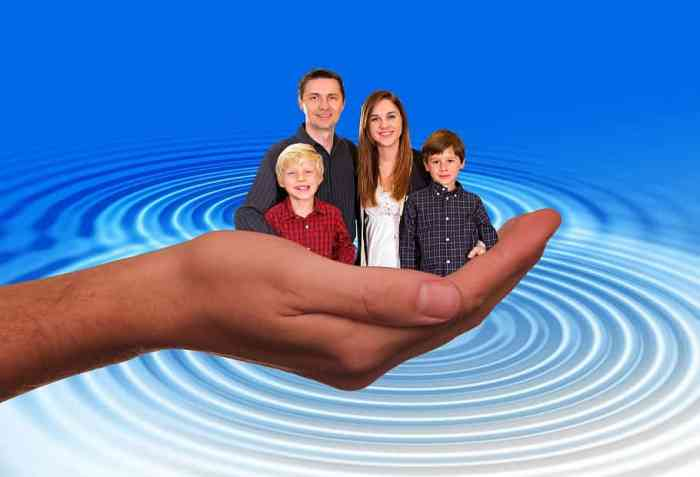 family photoshopped into palm of hand depicting all you need to know about child support.