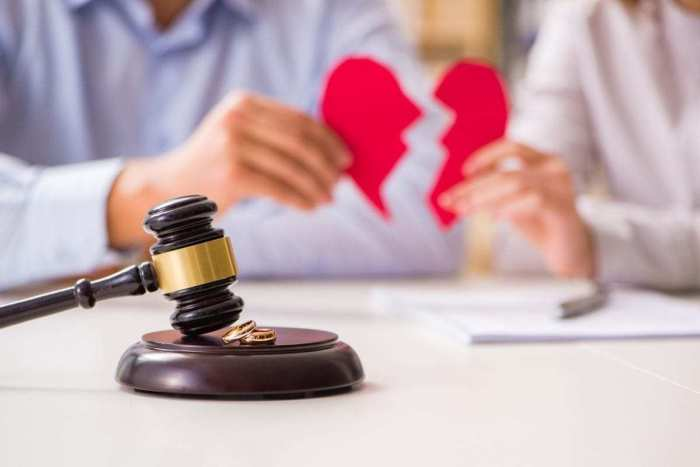 Judge gavel deciding on marriage florida divorce