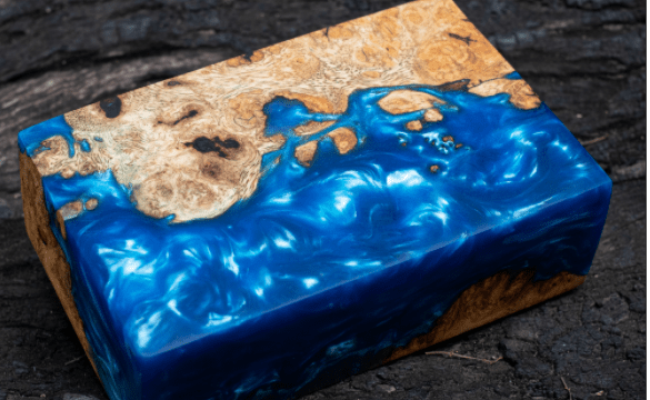 Casting epoxy resin maple burl wood on the table