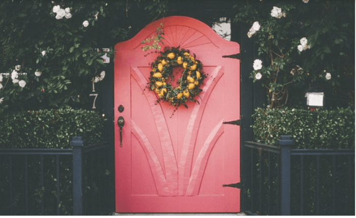 5 Simple Christmas Decorating Tips red door with wreath