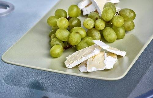 French-Cuisine brie and grapes